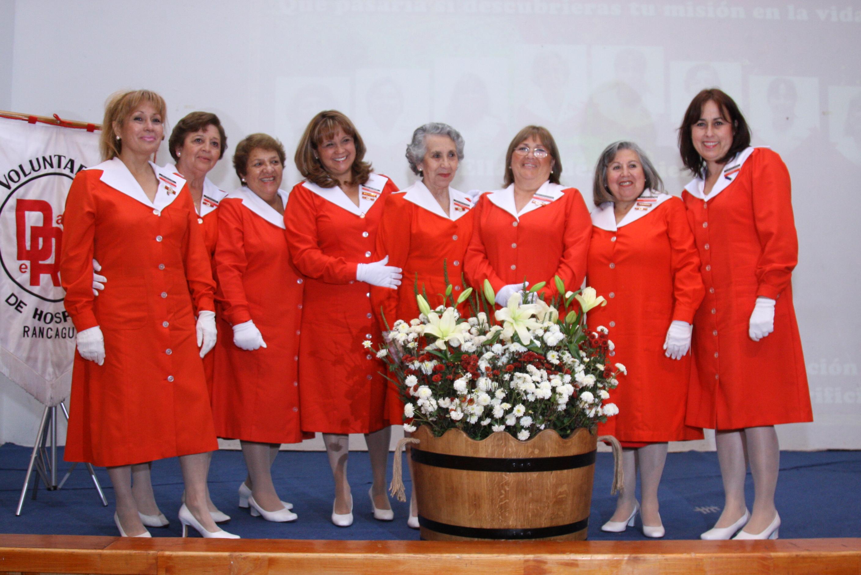 En la foto, las voluntarias premiadas por 15, 20, 35 y 40 años de labor en las Damas de Rojo.
