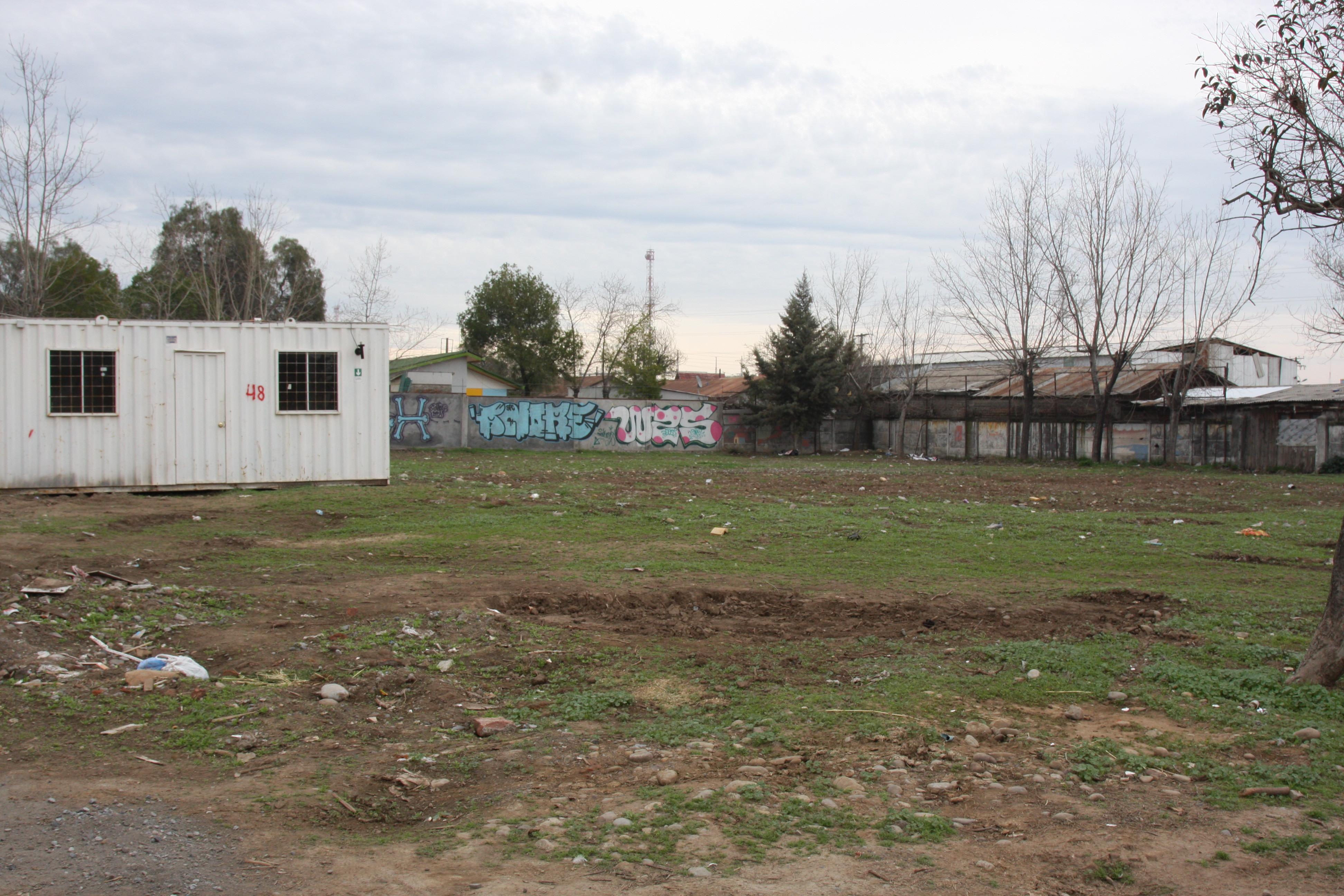 En este terreno, contiguo al SAPU, debería construirse el SAR Oriente