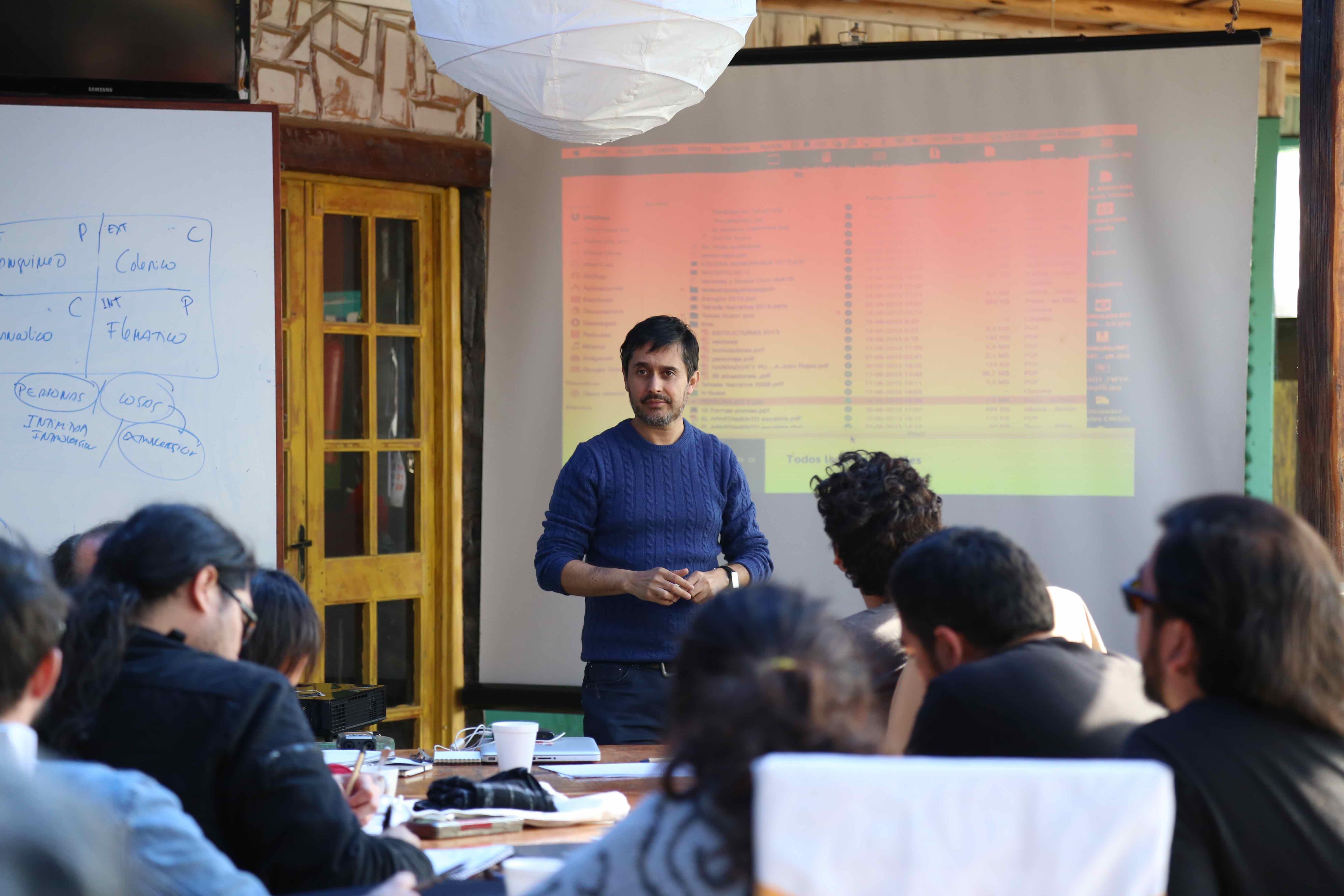Guionista Julio Rojas en las clases impartidas en el abril de este an_o en el FIC Pichilemu