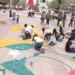 Desde la mañana de este sábado los jóvenes trabajaron en la creación de una imagen con tapitas plásticas  en la Plaza de Armas de Rancagua.