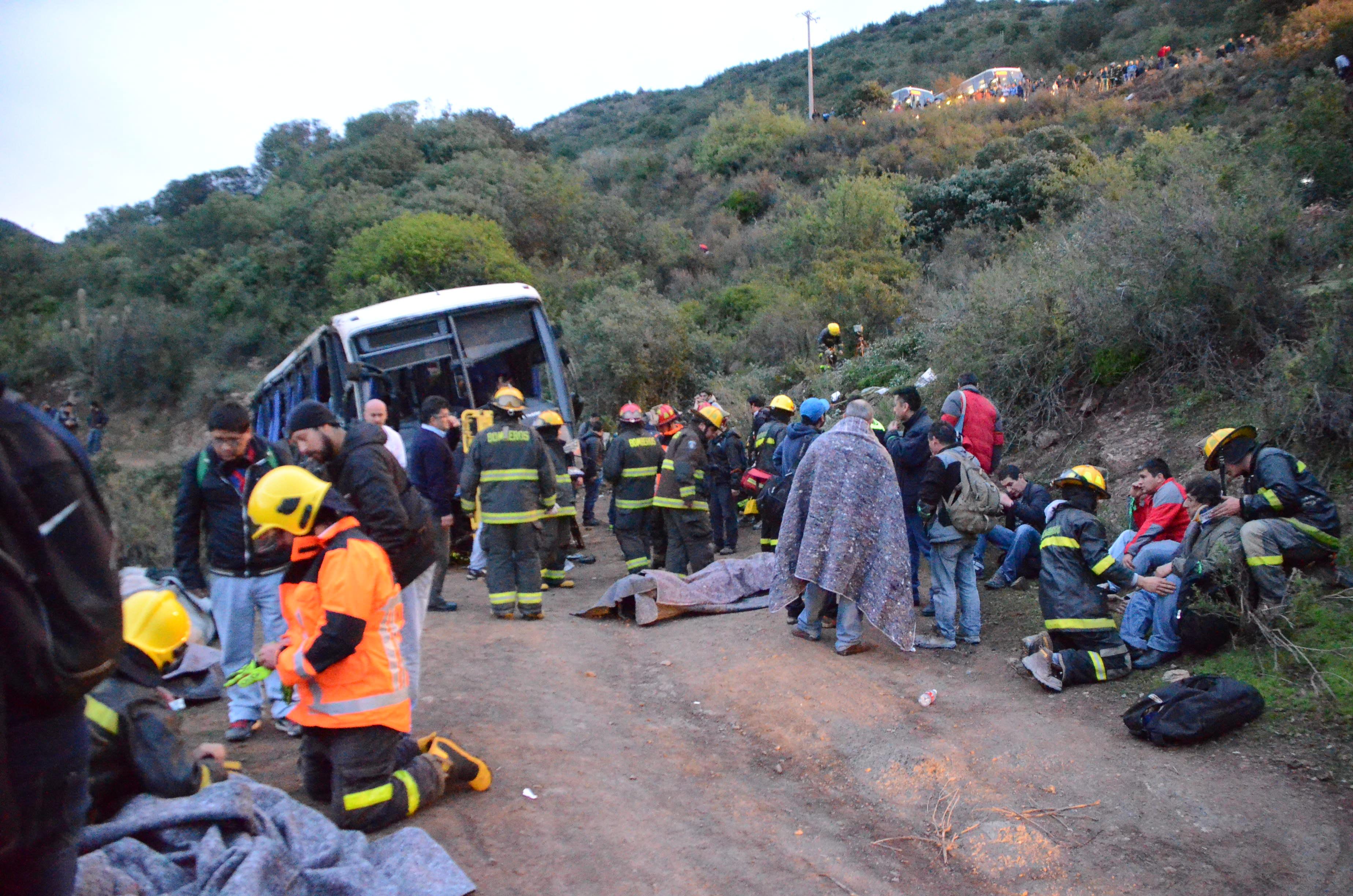 60 metros se desbarrancó el bus Link