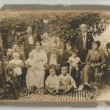 Esta es una foto familiar del año 1917.En ella aparece mi madre, actualmente de 99 años en la falda de su madre María de vestido blanco Es la familia Barros Latorre. Aparecen entonces sus padres, tíos y abuelos.- Por: Edo. Herrera B