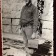 Esta imagen de mi Padre Luis Jara Pino un buen trabajador y amigo de los amigos en el Teniente Sewell a fines de los años 50 y no todo es trabajo también disfrutaba de días libres con toda su elegancia en una plaza de Viña del Mar. Por: Paola Jara Zuñiga (hija)