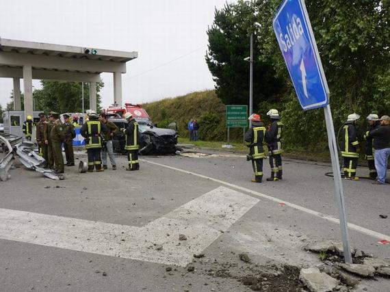 Por causas que se investigan, el conductor chocó la barrera de ingreso al peaje. Fotografía gentileza @soypuertomontt.